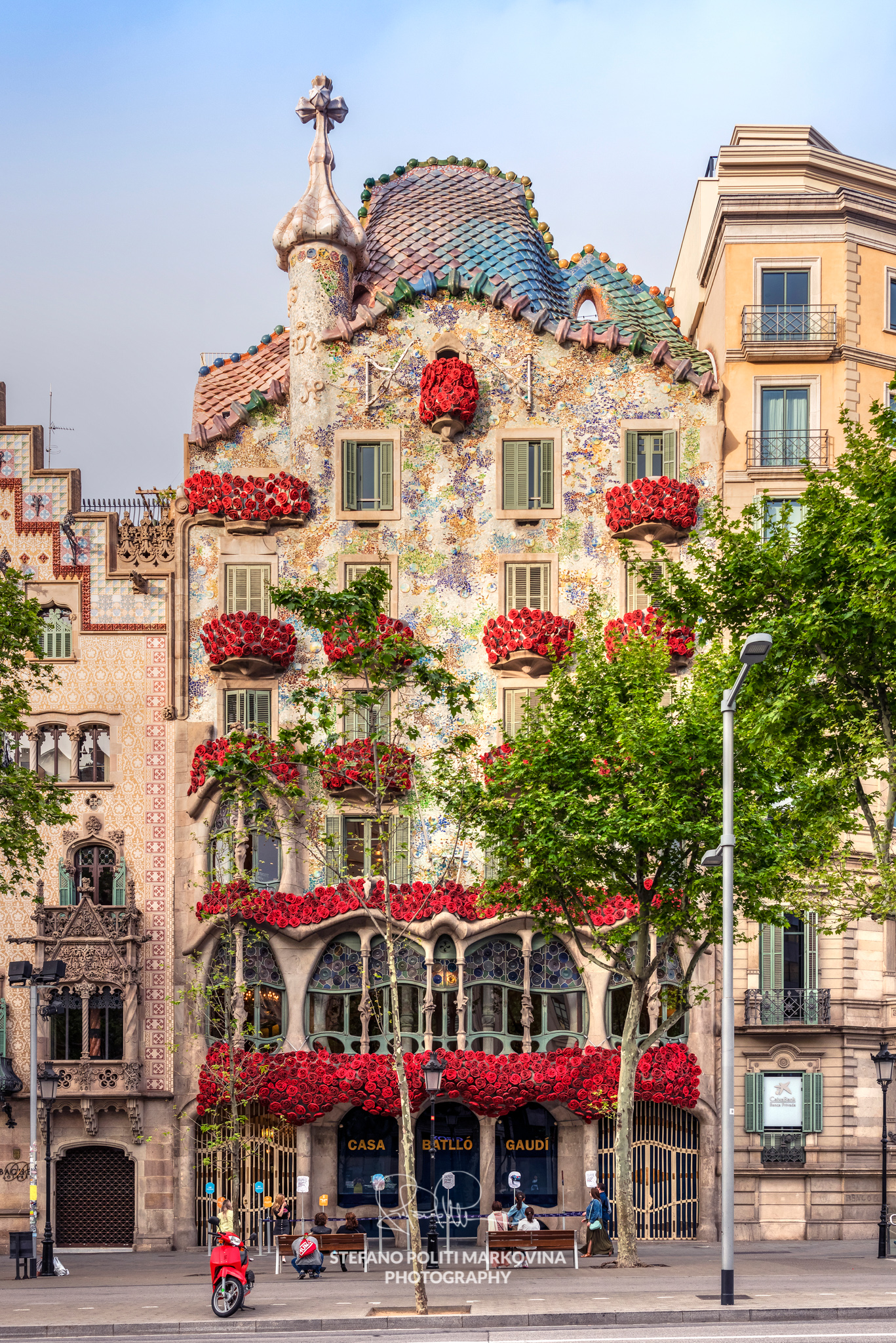 Casa Batllò adorned with roses to celebrate Saint George's Day