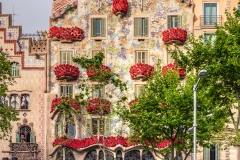 Casa Batllo adorned with roses to celebrate La Diada de Sant Jordi